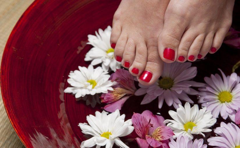 Wyposażenie  salonukosmetycznego – podnóżek do pedicure